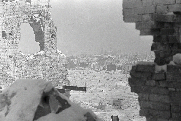 RIAN archive 2251 Destroyed Stalingrad does not give up