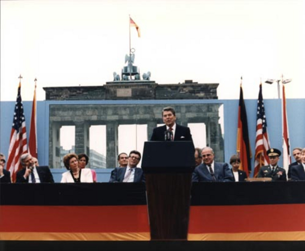 ReaganBerlinWall Ronald Reagan Presidential Library 1987 wikimedia commons