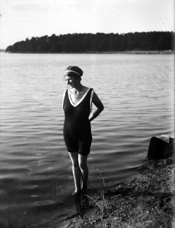 Kvinde i badedragt  Gunther Beck  iStockphoto   taget fra quiz dragter og mode