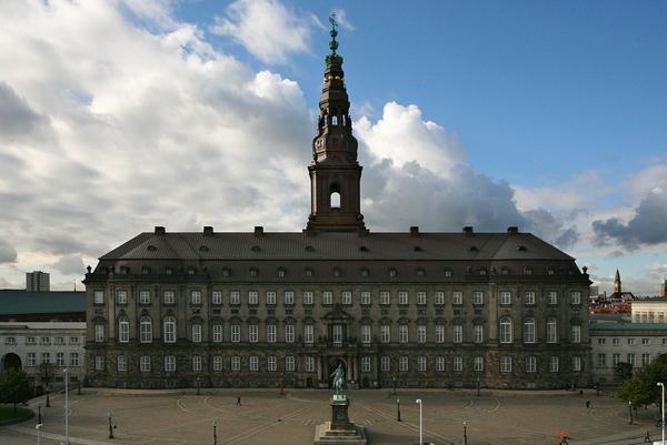 Christiansborg  Faa styr paa tidsperioderne  Demokratiserng COLOURBOX3795044