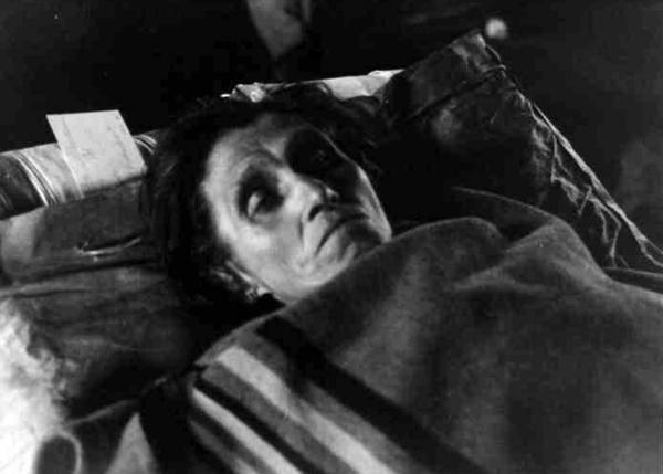 Udtaeret  hjemvendt fange paa baare  Padborg  1945 05