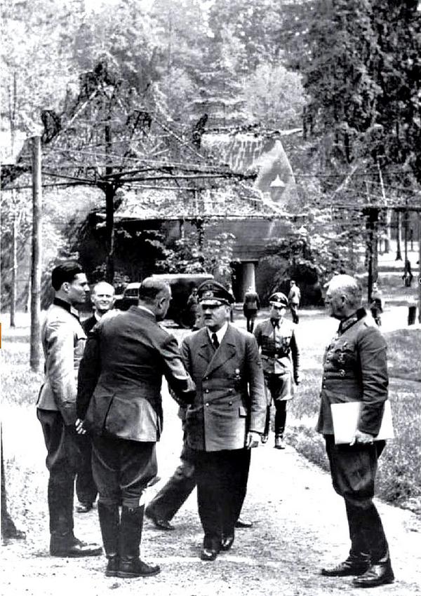 Stauffenberg Bundesarchiv Bild 146 1984 079 02  Fuehrerhauptquartier  Stauffenberg  Hitler  Keitel wiki