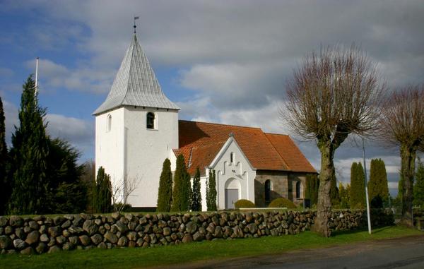 Bolig i middelalderen Bramdrup Kirke   S Juhl  2008  Wikimedia Commons  CC PD