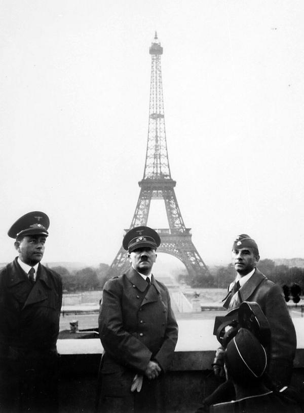 640px Adolf Hitler in Paris 1940