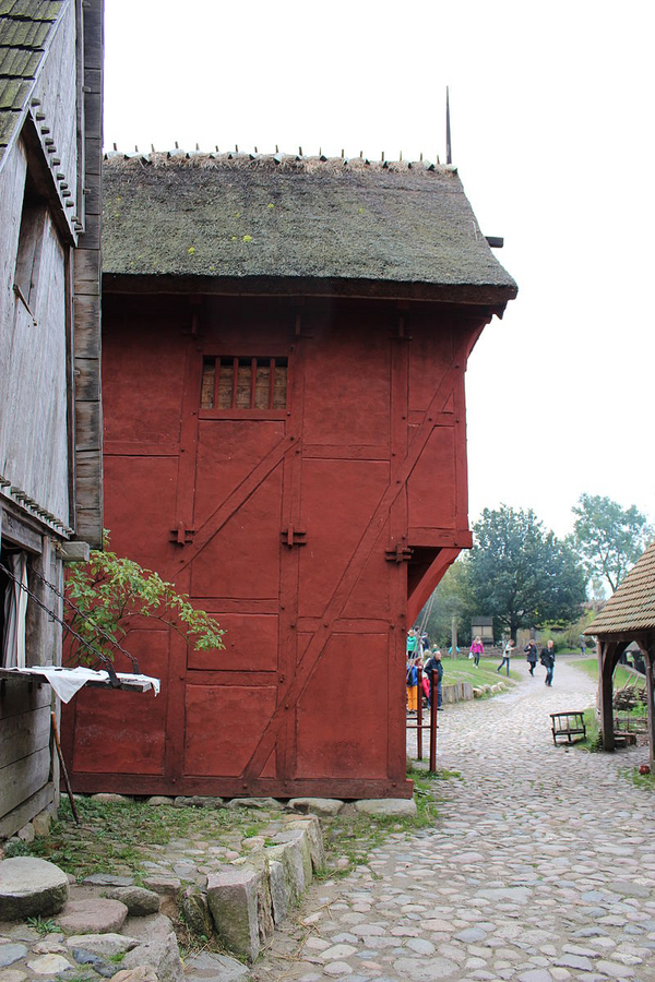 800px Medieval house at Middelaldercentret Toxophilus  2013  Wikimedia Commons  CC BY SA