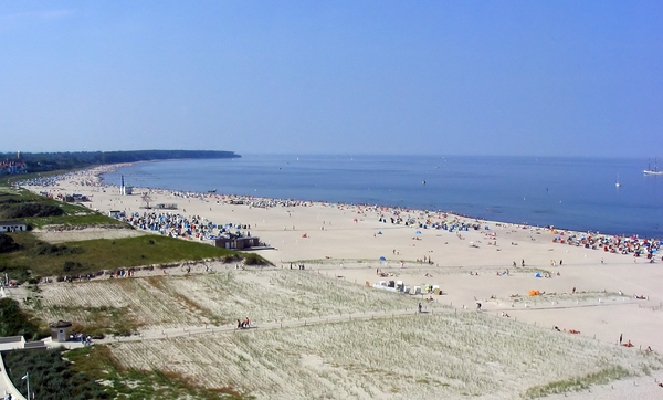 Warnemuender Strand cc by sa darkone  2005  wikimedia commons