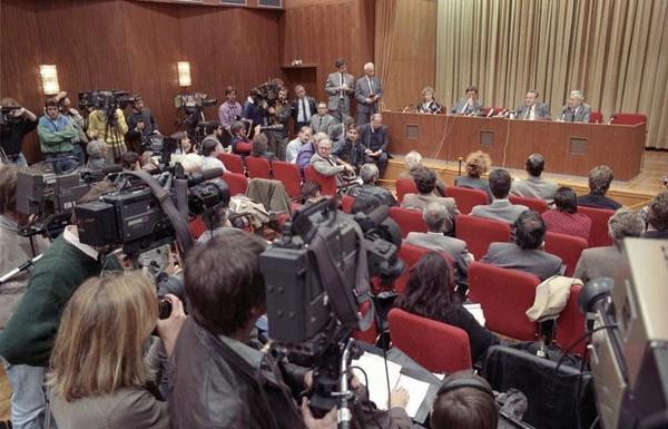 Bundesarchiv Bild 183 1989 1109 030  Berlin  Schabowski auf Pressekonferenz