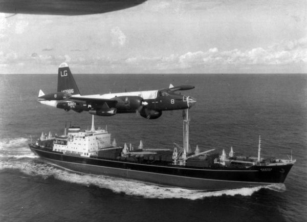 P 2H Neptune over Soviet ship Oct 1962 wiki
