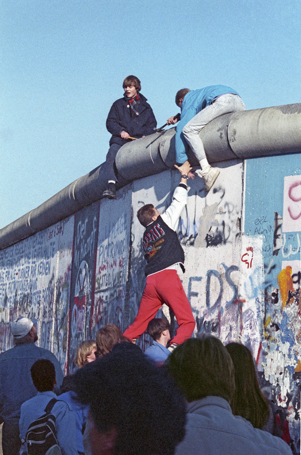 Berlinmuren set fra vest 12  nov 1989  CC SA  RIANbot  2012  RIAN archive 475738 Berlin Wall